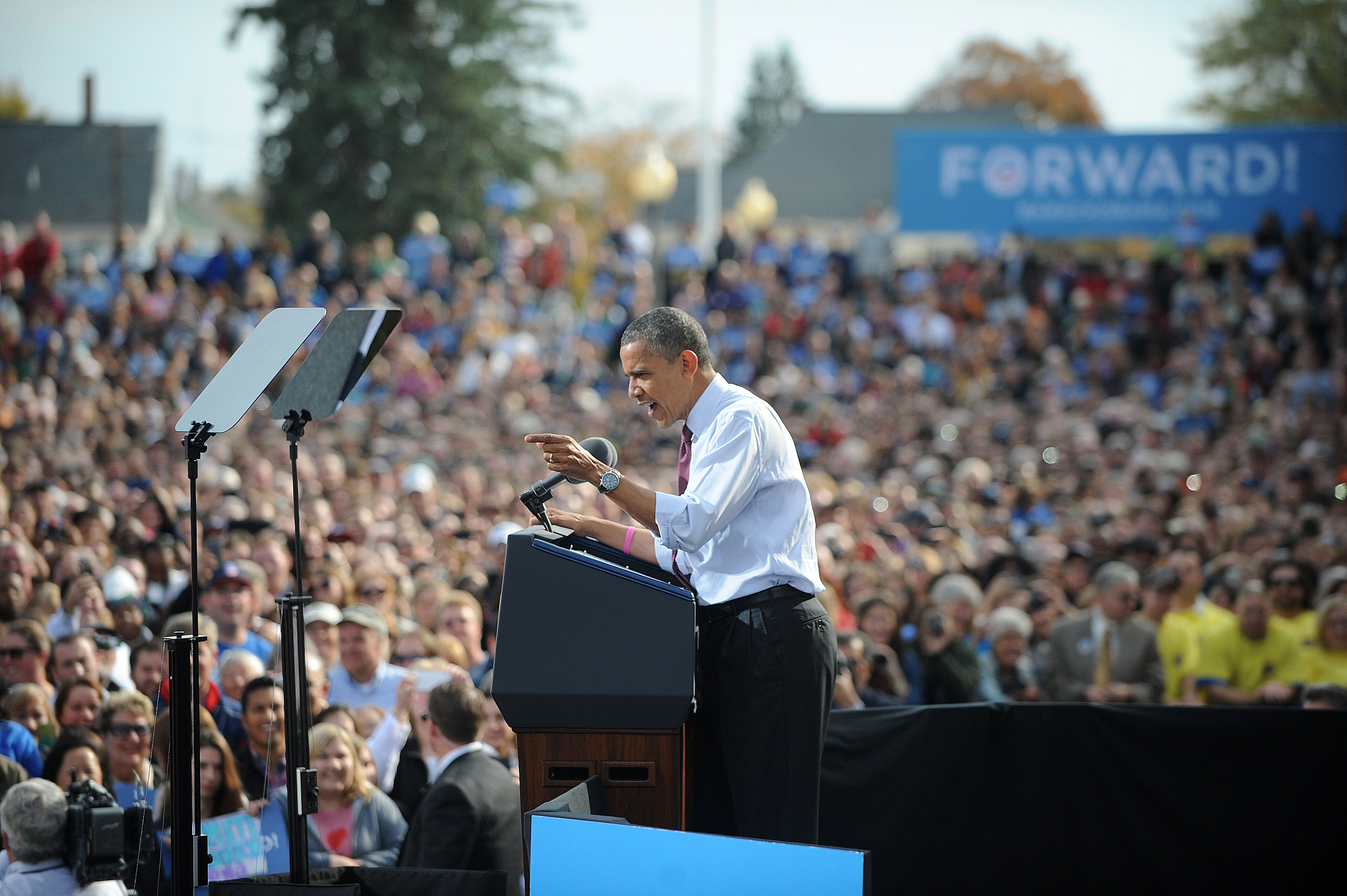 Obama attends campaign rally in New Hampshire