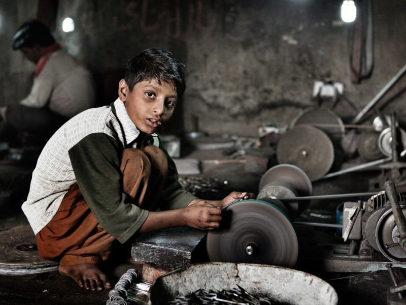"""Child labor, surgical instruments production. Jharian Wala, Sialkot District, Punjab, Pakistan, 2013. © ISCOS/Laura Salvinelli."
