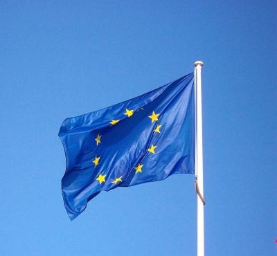 830px-European_flag_5089697932-400x370